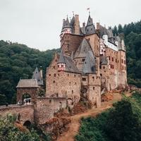 Alte Mauern - Burgen und Ruinen der Donauregion